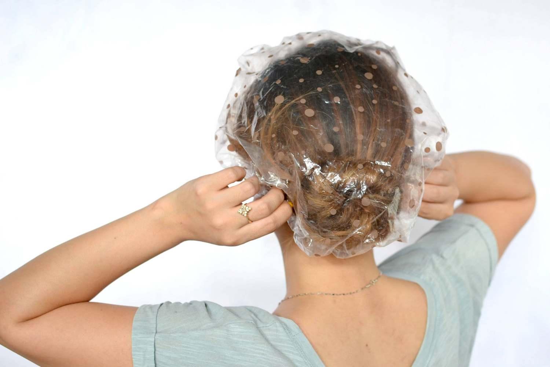 К сожалению, многие девушки в борьбе с непослушными волосами прибегают к помощи термоприборов, которые вредят им. После их использования, волосы необходимо реанимировать с помощью масок