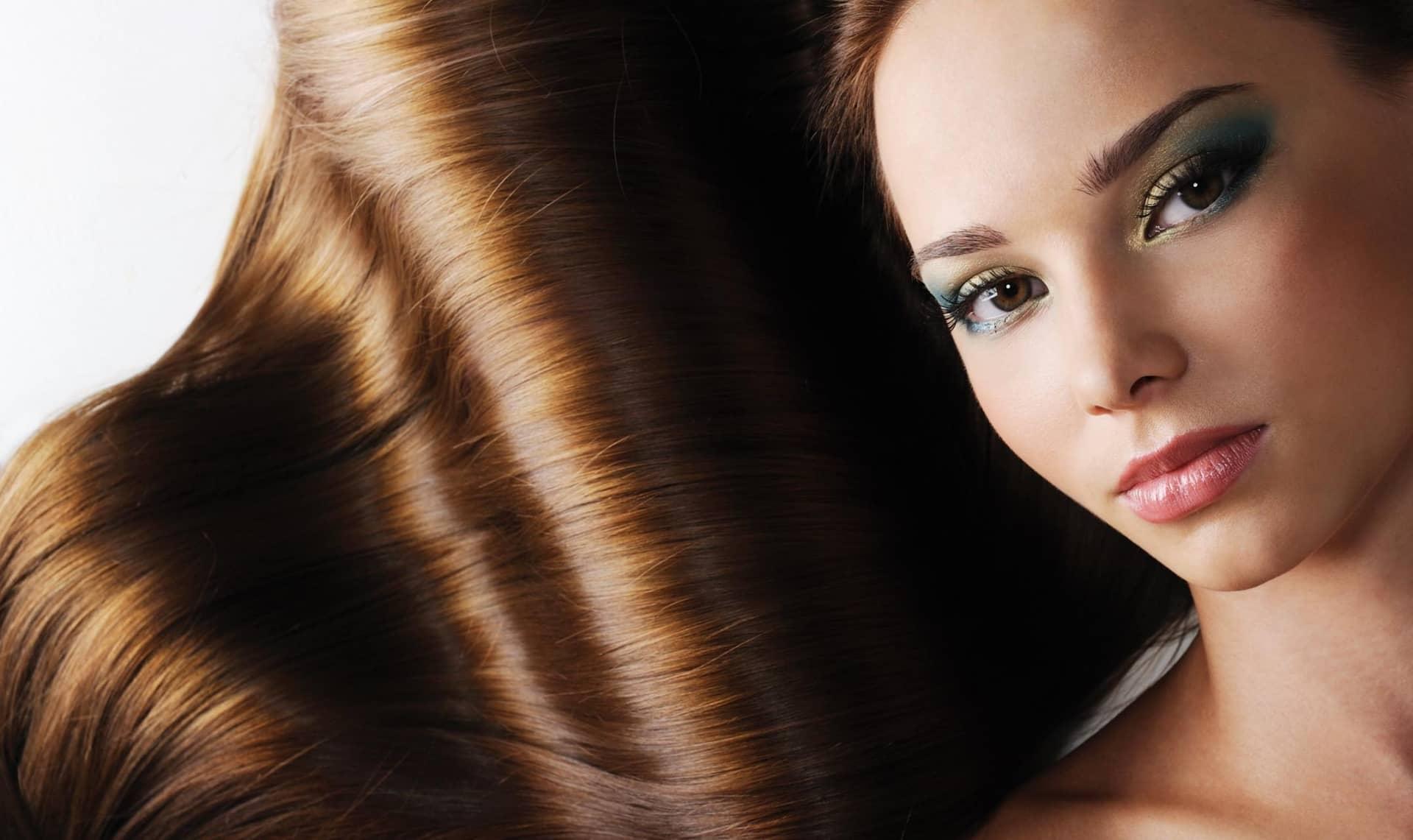 Чтобы волосы были шелковистыми и блестящими, необходимо делать соответствующие маски для волос
