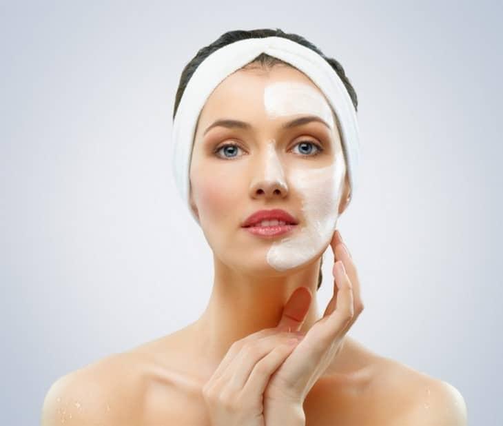 Нанесите маску для лица с аспирином на 30 минут, затем тщательно ее смойте, вы сразу же почувствуете результат