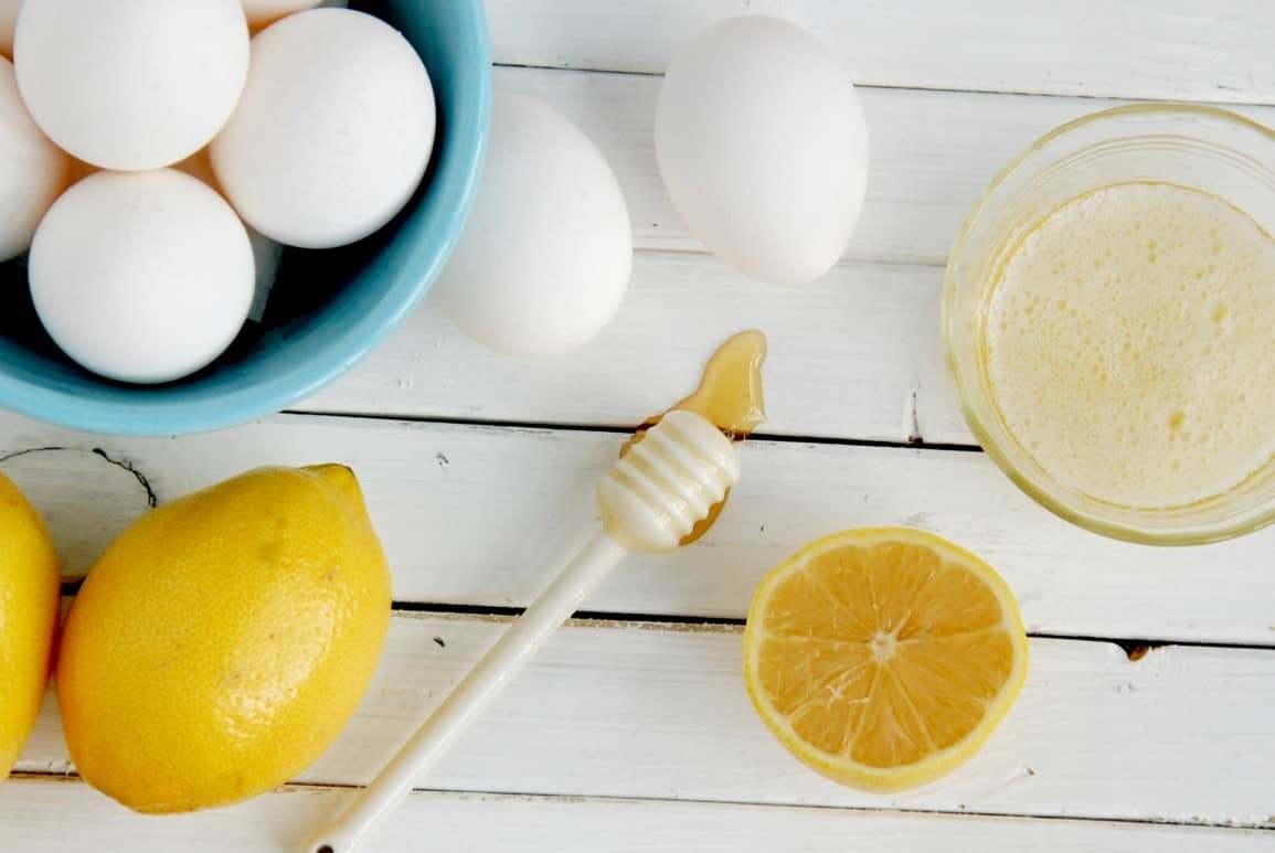 Существуют следующие виды яичных масок: для жирной кожи, очищающая, для проблемной кожи