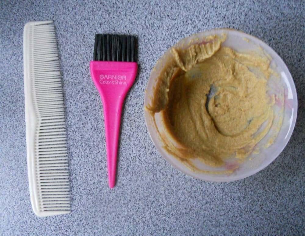 Спястя 30 минут, после нанесения маски с майонезом и горчицей, стоит обязательно помыть голову шампунем и бальзамом
