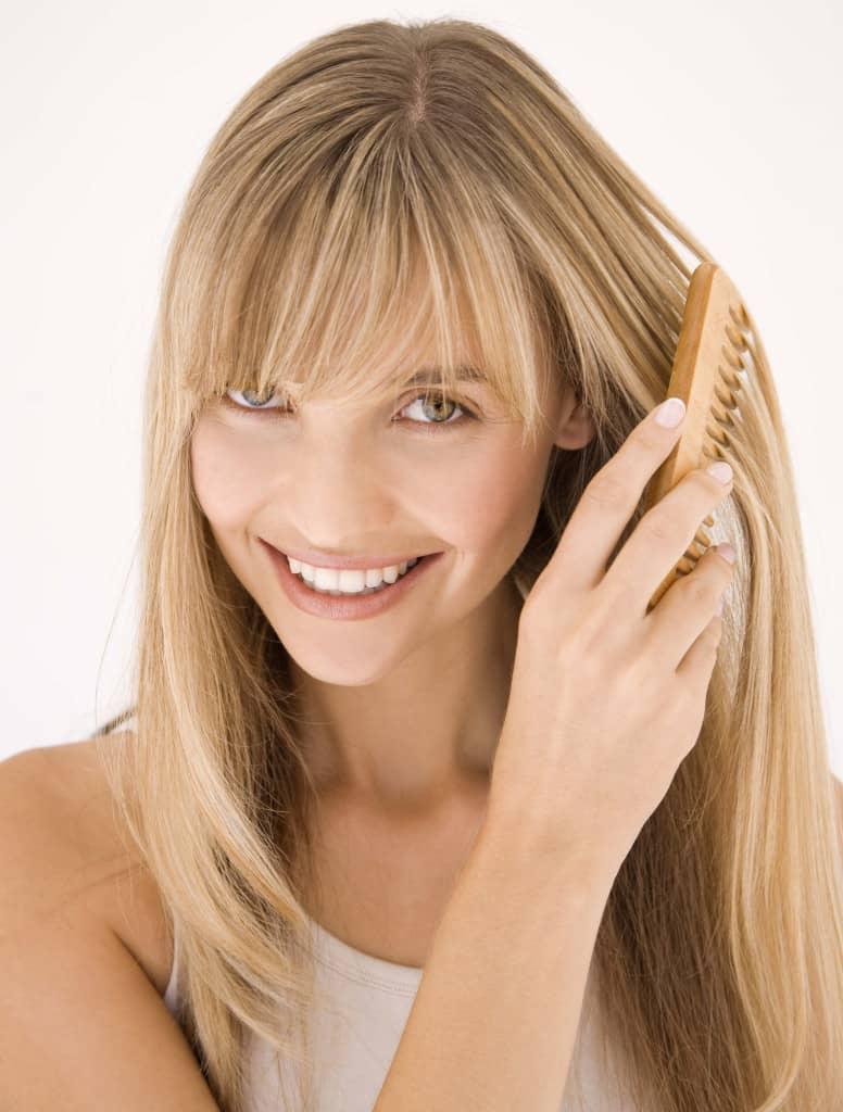 После осветляющей маски для волос, необходимо дать высохнуть волосам естественным путем, без использования фена