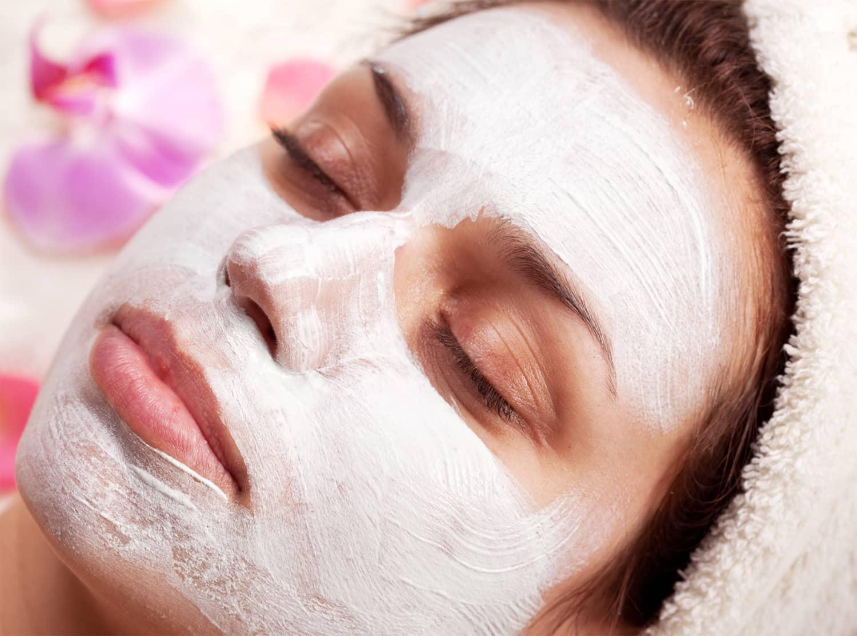 Если вы заметили первые признаки старения кожи лица, тогда вам поможет маска из меда и белой глины
