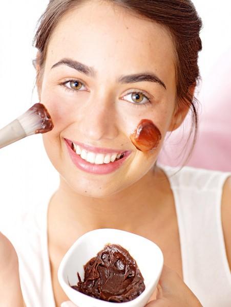 Маски на основе какао прекрасно увлажняют кожу и придают здоровый цвет лицу