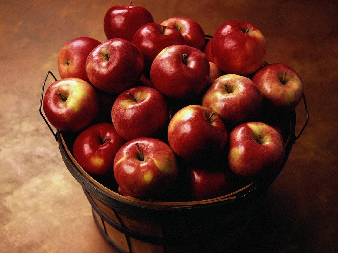 Делайте маски из яблок, выращенных в местных широтах, потому как импортные фрукты обрабатывают специальными химическими средствами