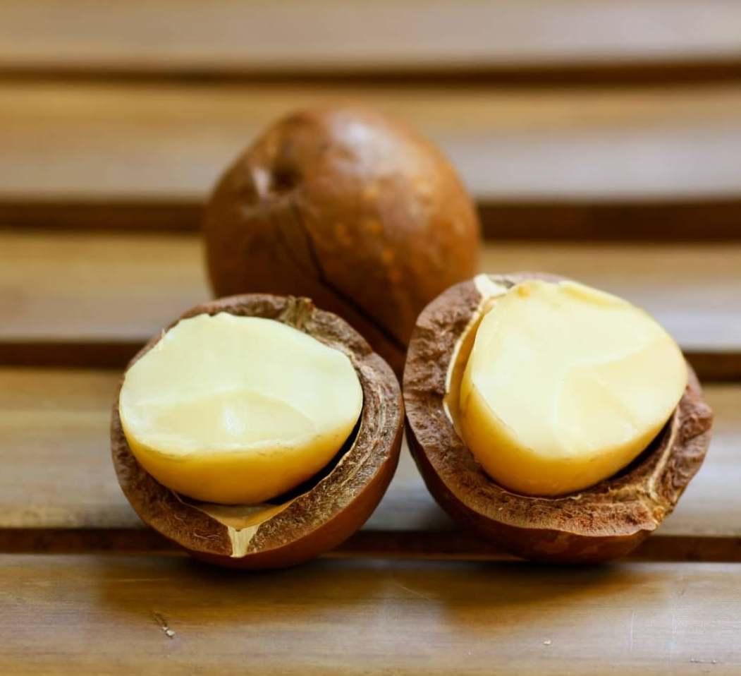 Маску с орехом макадамия используют для того, чтобы придать коже лица здоровый и свежий вид