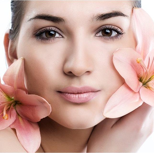 Подтягивающая маска для лица сделает кожу более эластичной, приведет мышцы лица в тонус и разгладит морщины