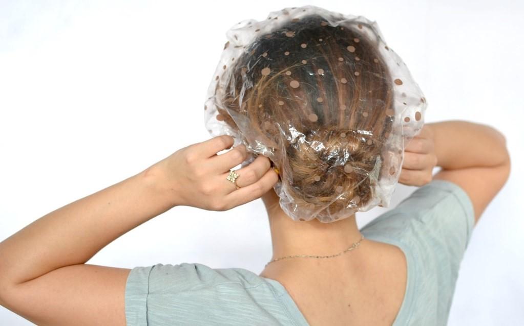 Обеспечивая приток крови к голове, горчичная маска питает и насыщает волосы полезными веществами