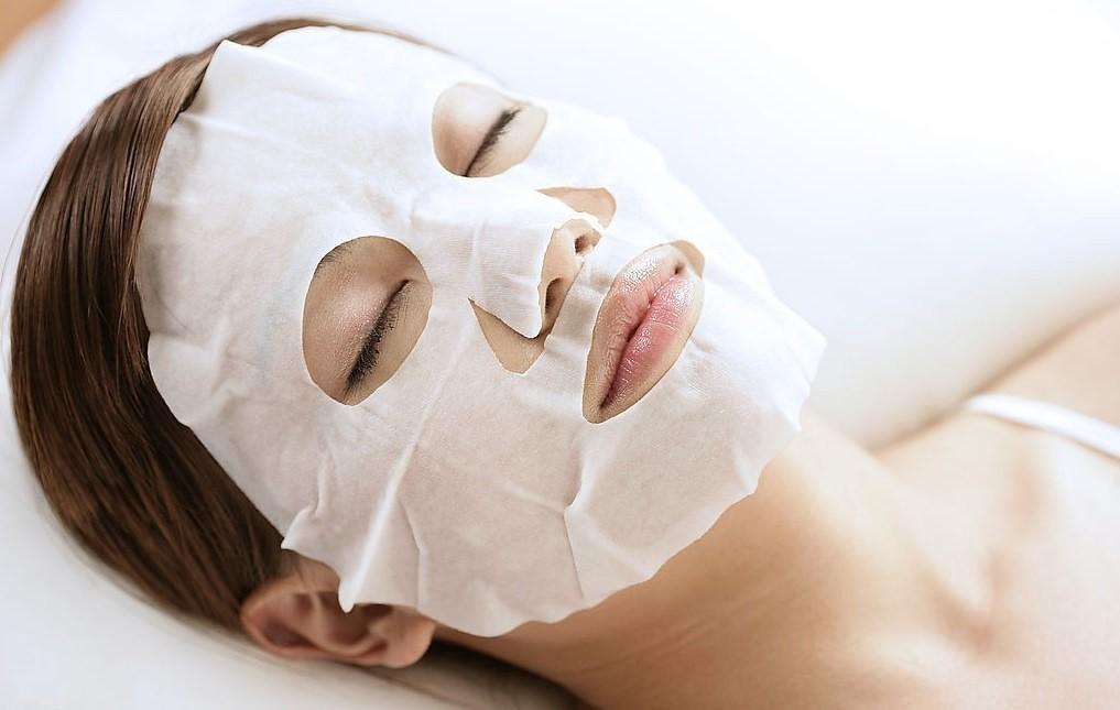Плацентарные маски для лица являются одними из самых эффективных средств, за счет множества активных компонентов, входящих в их состав