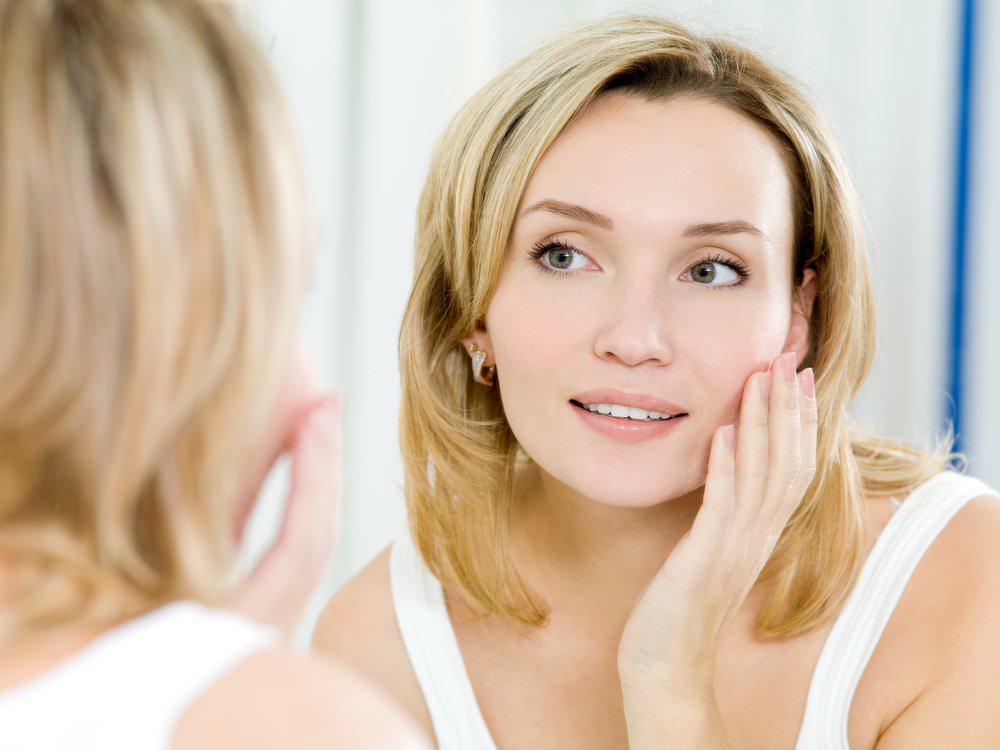Желатиновая маска для лица особенно действенна, когда в коже начинаются первые возрастные изменения