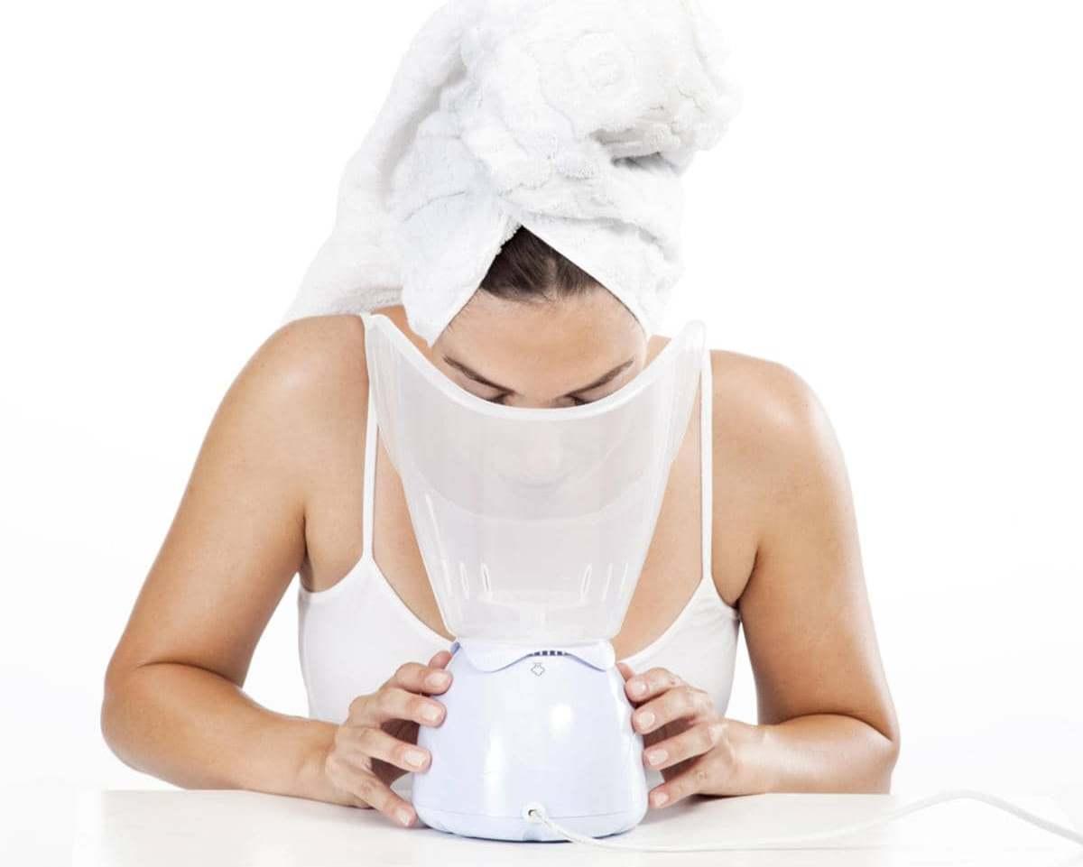 Специалисты рекомендуют перед использованием маски распарить кожу лица