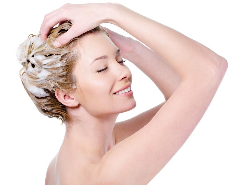 Маски для сухих волос следует делать один раз в неделю, в день мытья головы