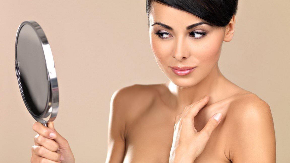 При регулярном уходе за лицом с помощью сметанных масок, кожа хорошо питается и увлажняется
