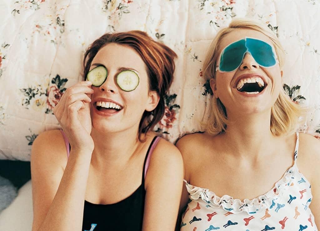Выбирая те или иные рецепты масок для кожи вокруг глаз, вы должны помнить, что из-за частого их применения эффективность результата заметно снижается