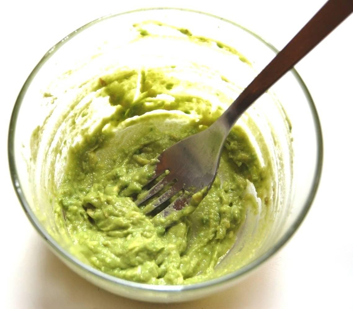 Огурец довольно популярный овощ, который очень часто используют в косметических целях