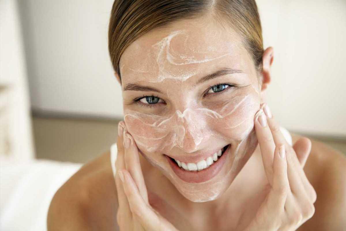 Выбирать рецепт альдегидной маски для лица следует исходя из типа кожи