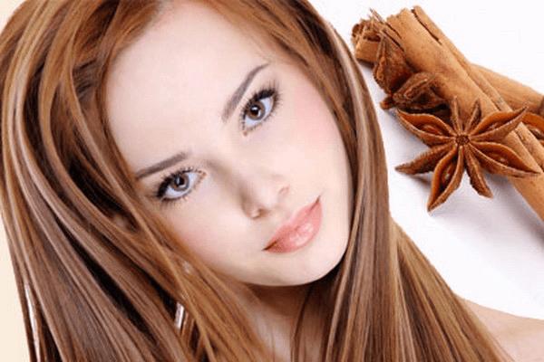 Корица восстанавливает и укрепляет волосы, придает им сияние и ускоряет рост, а так же осветляет локоны