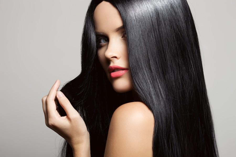Увлажняющие маски пользуются особым спросом, ведь волосы после их применения просто сияют красотой и здоровьем