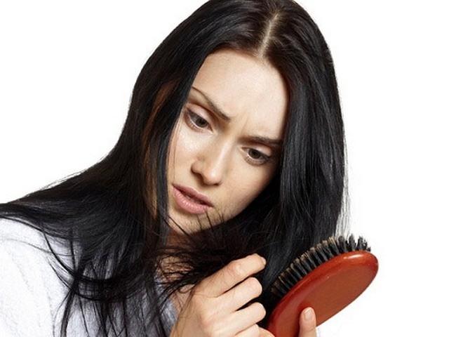 Маска от выпадения волос укрепляет корни и активизирует приток крови кожи головы