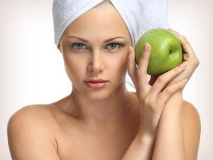 Простая маска из яблока для лица – неоспоримая польза