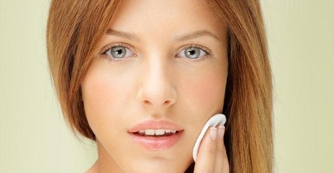 Маски от прыщей эффективно лечат угревую сыпь, убирают сальный блеск и делают кожу матовой