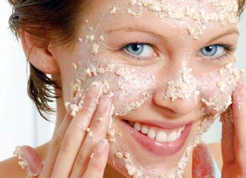 Маска для лица из овсяных хлопьев великолепно очищает кожу, способствуя ее регенерации и восстановлению