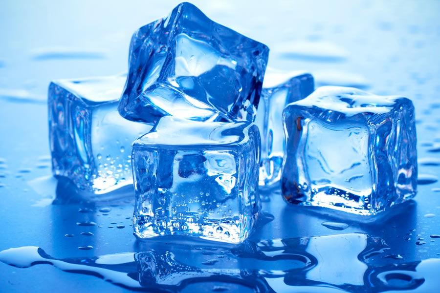 После использования любых масок, после умывания, очень полезно применять кубики льда