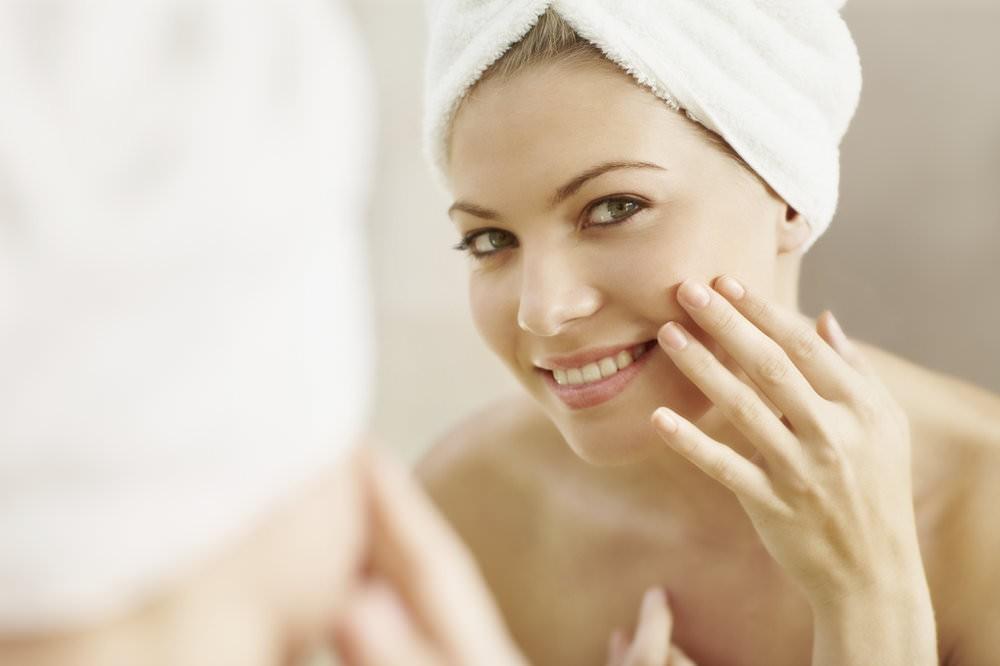 Творожная маска успокаивает и помогает снять воспаление на участках кожи