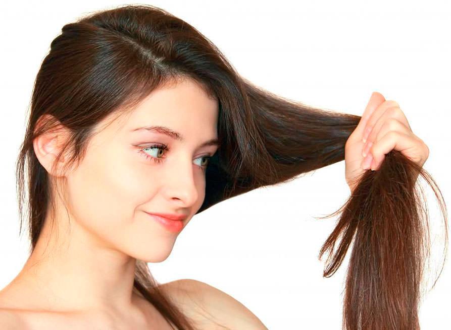 Чем чаще вы расчесываете волосы расческой, тем больше ускоряется кровообращение в коже головы, что стимулирует салоотделение