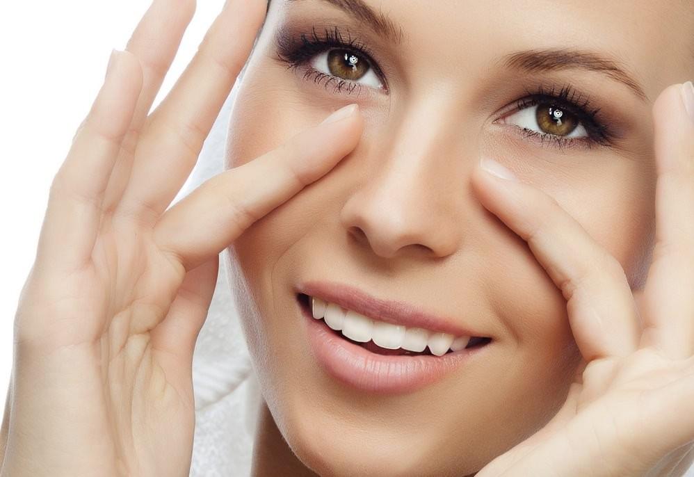 Маски для упругости кожи лица, приготовленные самостоятельно из натуральных продуктов – верный и доступный способ восстановления утраченной красоты и молодости
