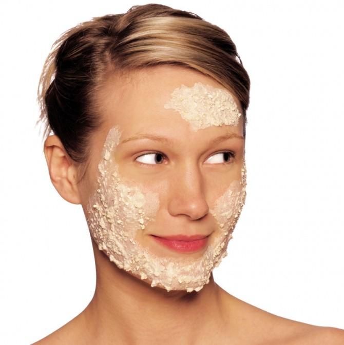 Маска для лица из геркулеса помогает очистить кожу и придать ей матовость