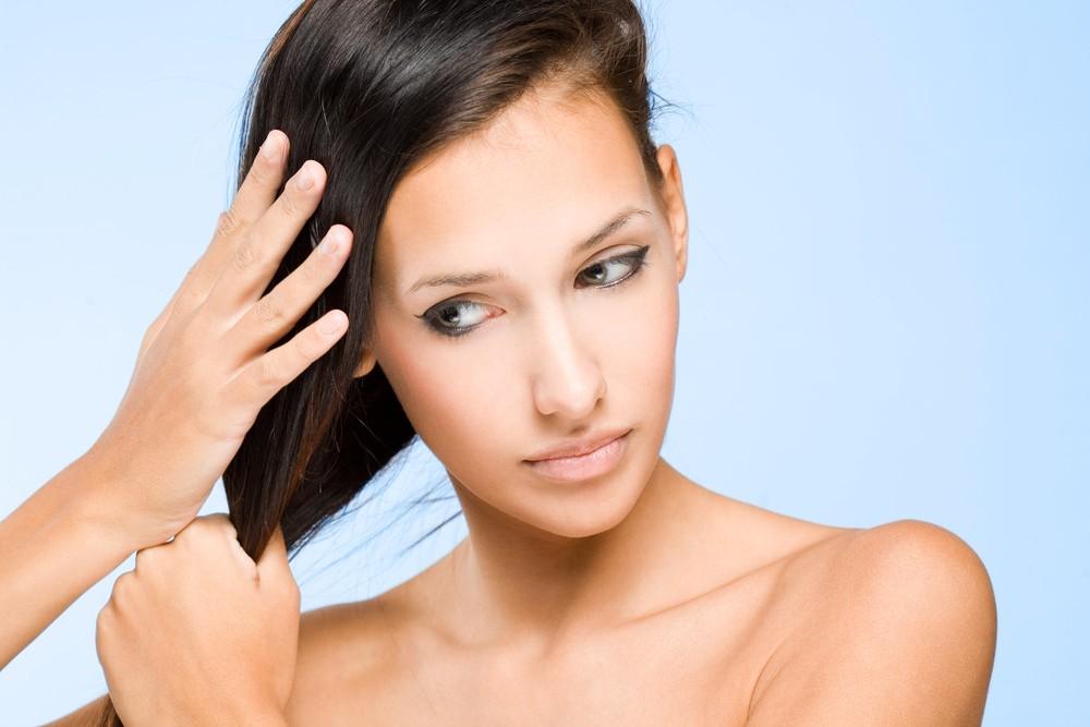 Жирные волосы разрешается мыть каждый день, но помните, что чем чаще вы будете их мыть, тем быстрее они будут становиться грязными
