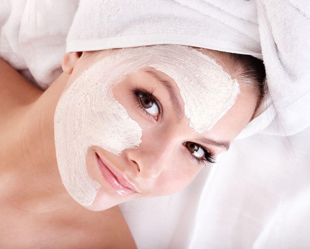 Маски для лица на основе натуральных продуктов снимают стресс, а кожа становится гладкой, живой и сияющей