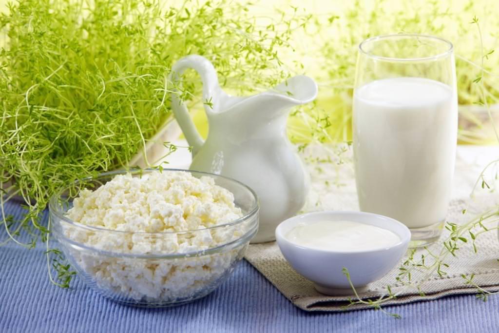В основе масок для жирной кожи часто лежат молочные продукты, такие как молоко, ряженка, простокваша или сметана