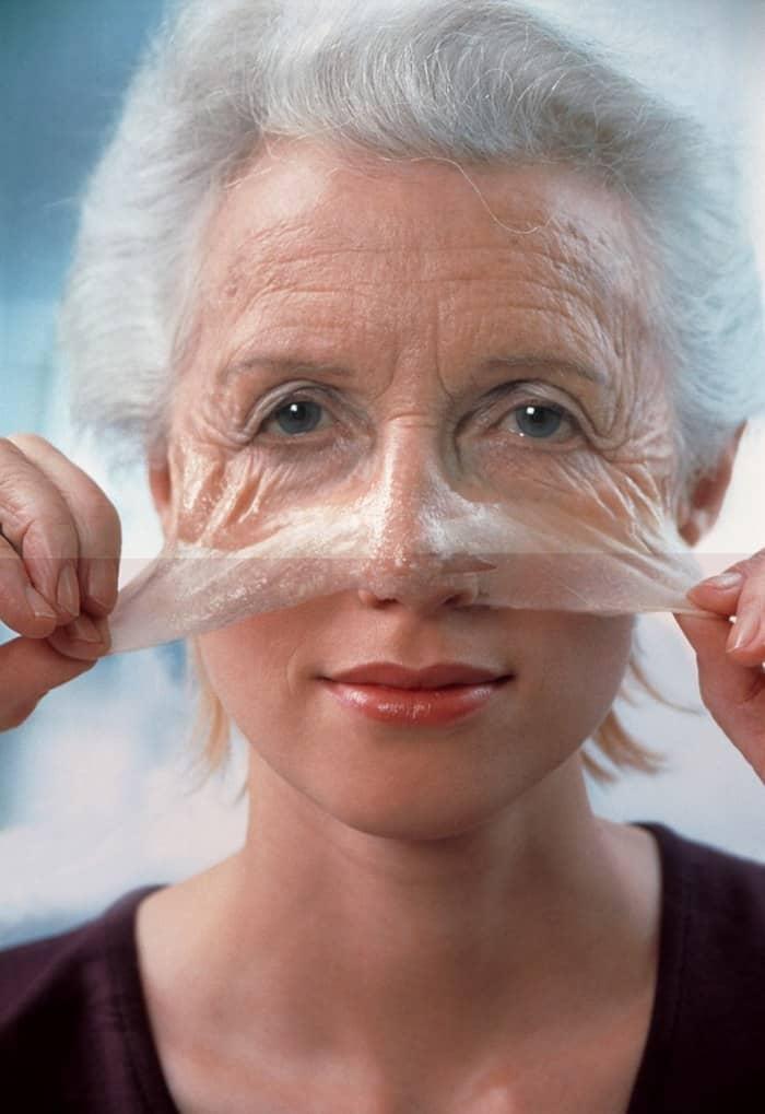 С помощью масок, приготовленных в домашних условиях, можно сделать кожу лица более гладкой и эластичной