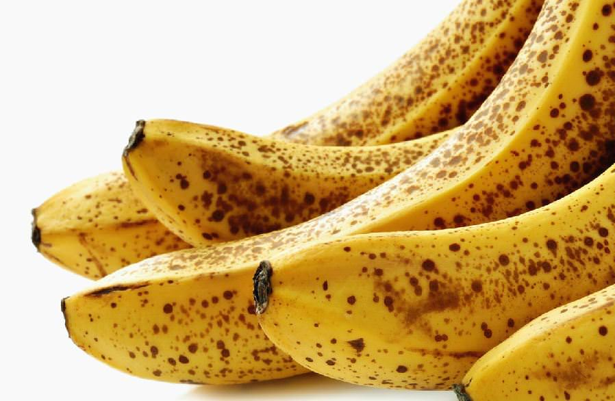 Бананы для маски берите переспелые, лучше всего с почерневшей кожурой