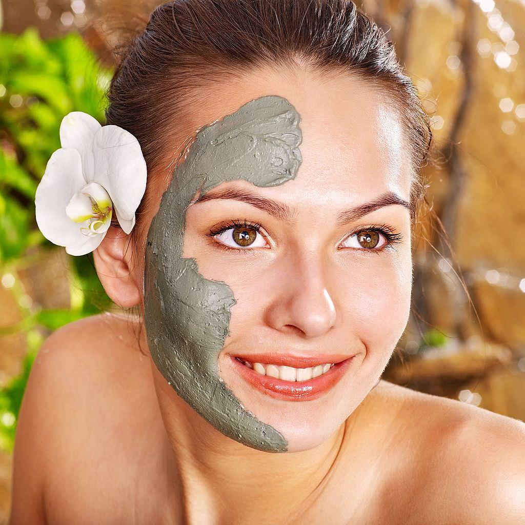 Маска из голубой глины используется для очистки кожи, придания ей сияющего и свежего вида
