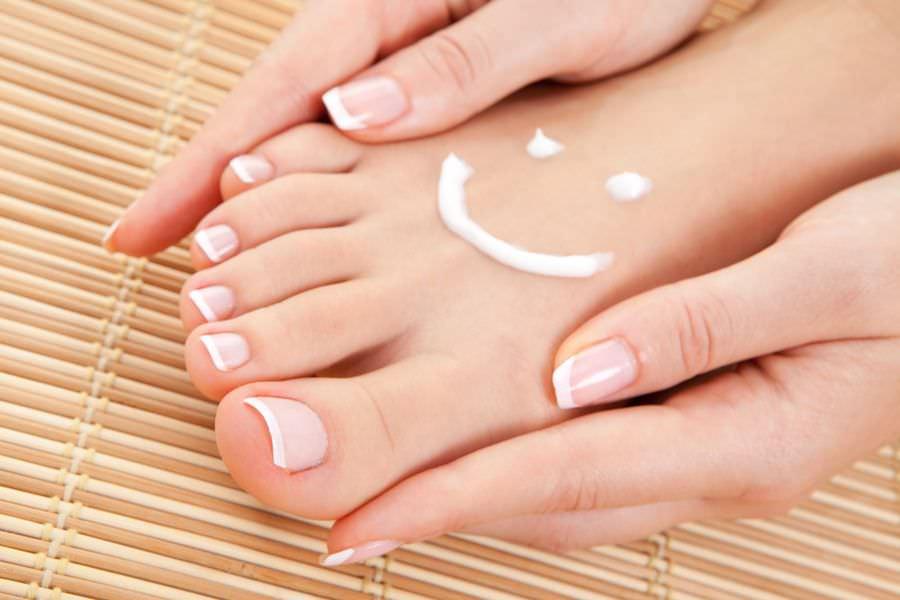 Маска-пилинг Foot Mask интенсивно убирает трещины, мозоли и натоптыши на ногах