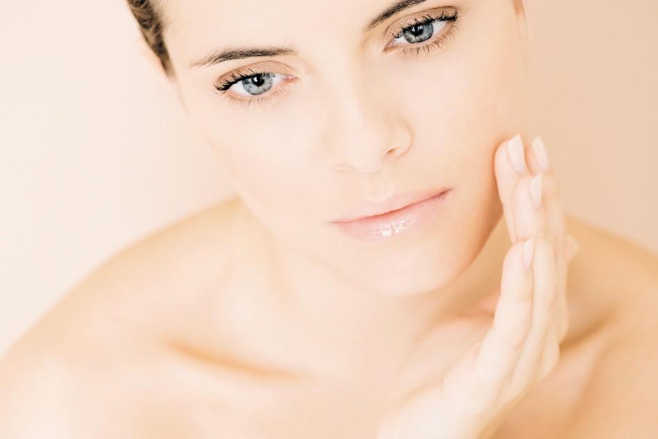 Маска с лимоном и клюквой для лица поможет коже сохранить свежий и здоровый вид