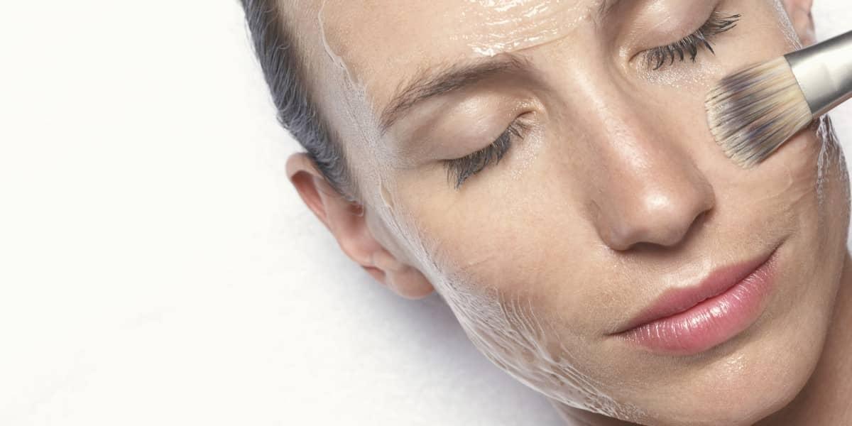 Существует огромный выбор рецептов масок, которые помогут избавиться от морщин, главное — выбрать подходящую именно для вас