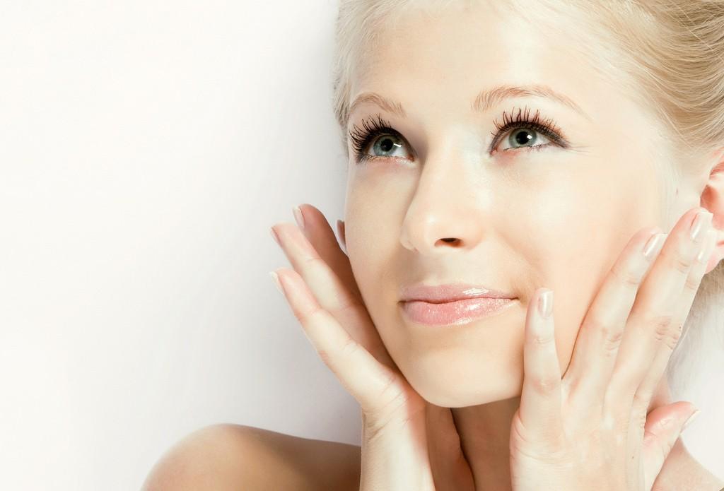Глиняная маска для лица прекрасно очищающает и подсушивает кожу