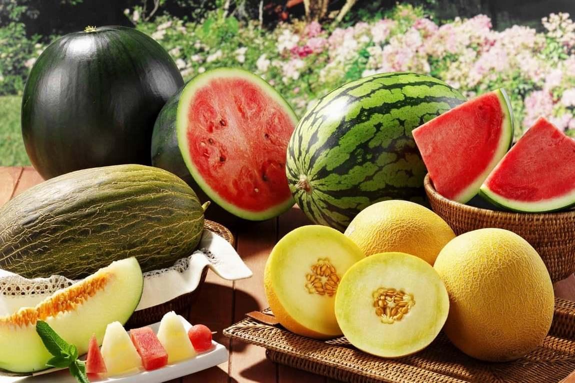 Лето — подходящее время года, чтобы делать фруктовые маски для лица. На сегодняшний день существует много эффективных рецептов масок из фруктов