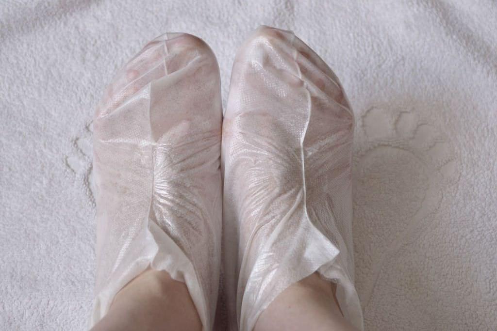 После однократного применения маски Сосу стопы омолаживаются и обновляются