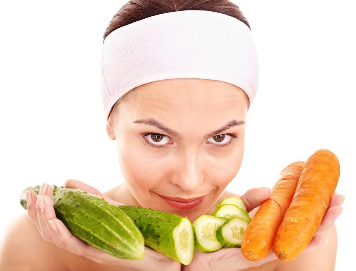 Овощную маску для получения нормального ровного цвета лица очень просто приготовить в домашних условиях