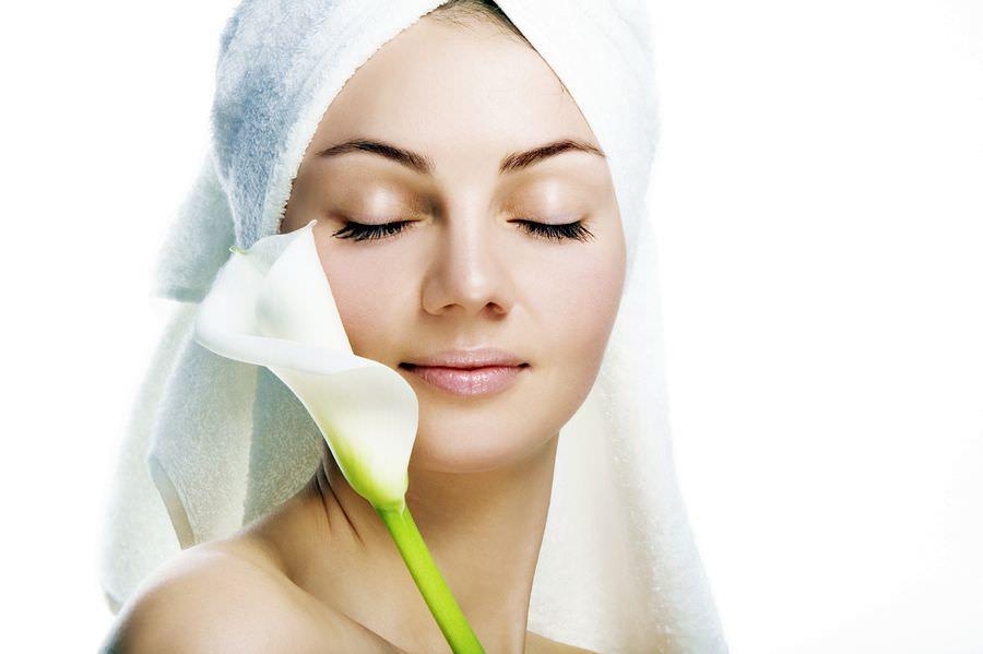 Маска из семян льна обладает успокаивающим действием на чувствительную кожу лица