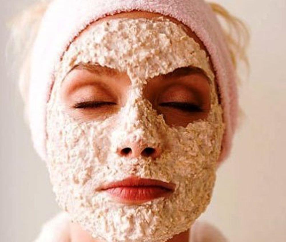 Геркулесовая маска для лица является универсальным косметическим средством, которое можно использовать независимо от типа кожи лица