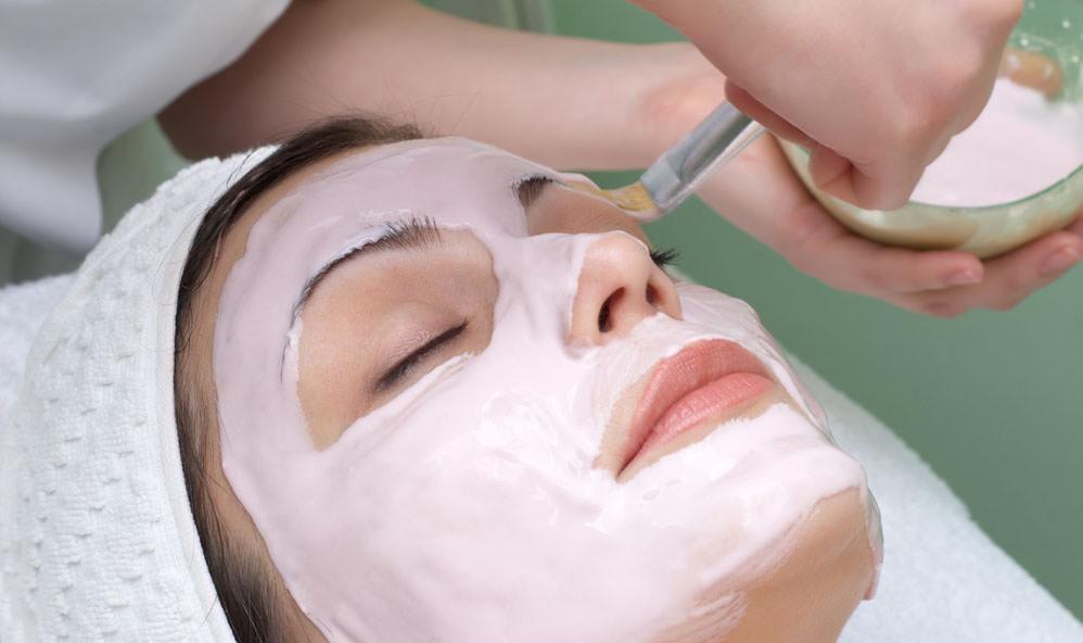 Альгинатная маска для лица вытесняет тяжелые металлы из кожи, благодаря ионам кальция в ее составе