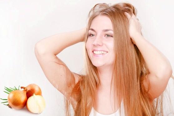 Луковая маска не только предотвращает выпадение волос, но и усиливает их рост