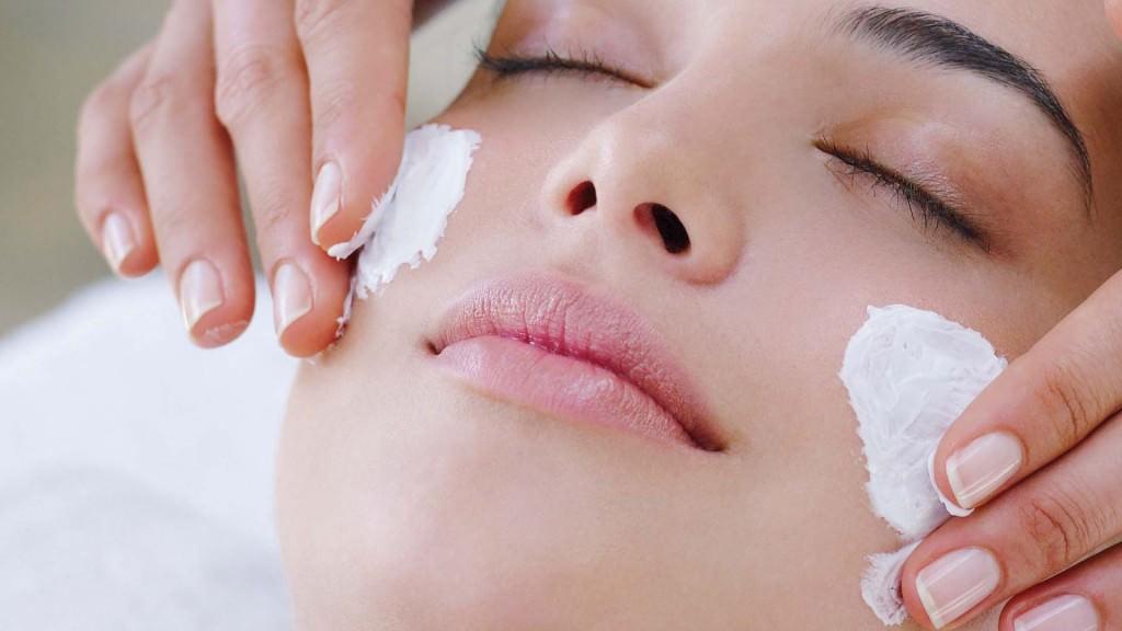 Отбеливающая маска при использовании перед сном будет более эффективной
