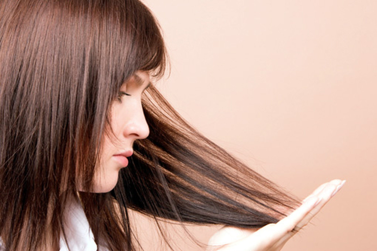 Маска на луковой основе решает проблему выпадения волос и перхоти